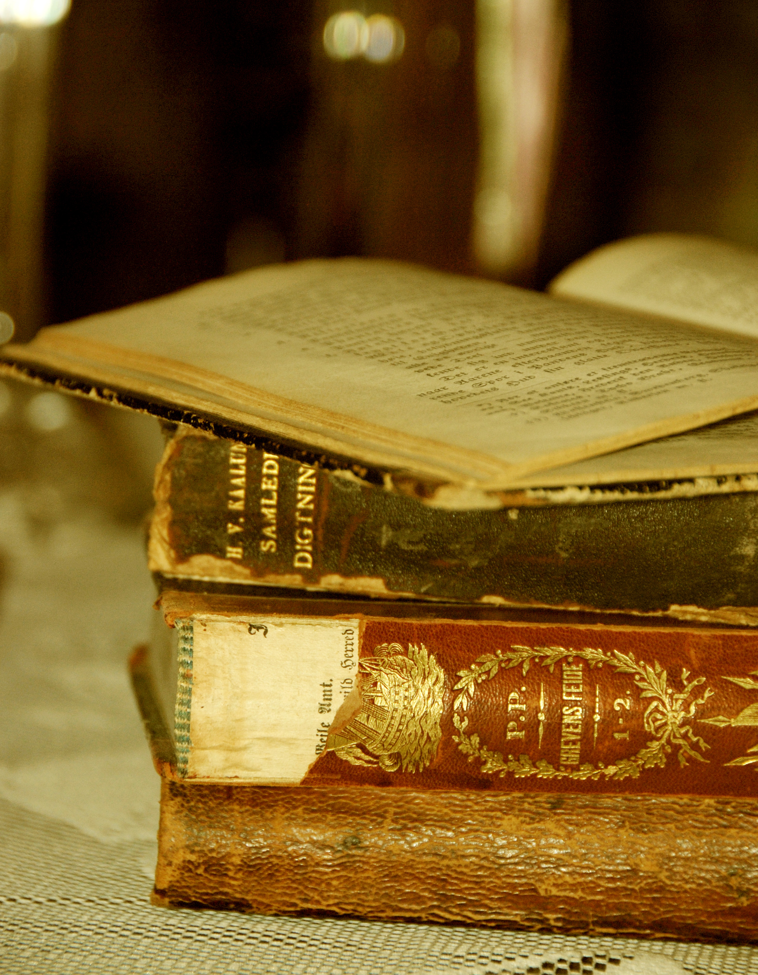 Smell of old books offers clues to help preserve them ...